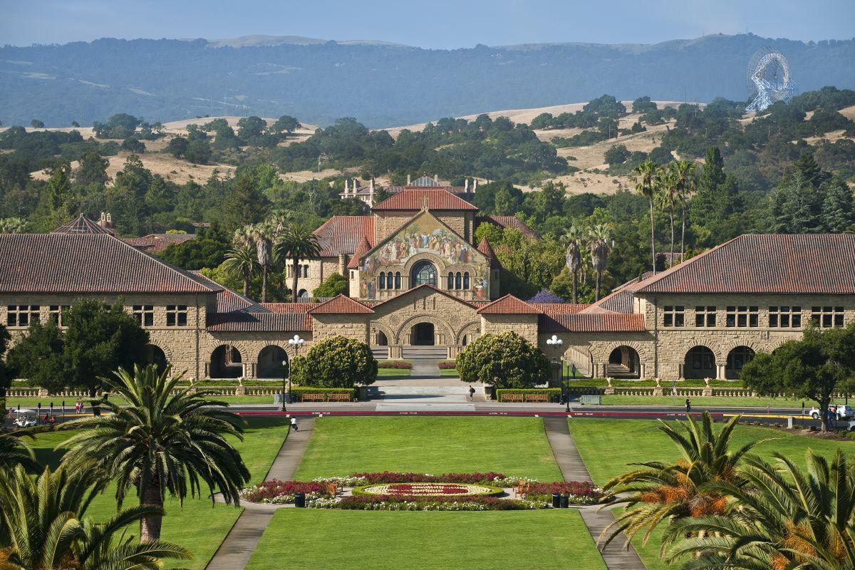 6/22/2010Front entrance, Stanford University.Credit: Linda A. Cicero / Stanford News Service